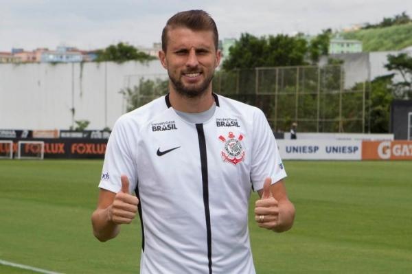 Henrique é o novo camisa 3 do Corinthians (Foto: Daniel Augusto Jr/Ag. Corinthians )