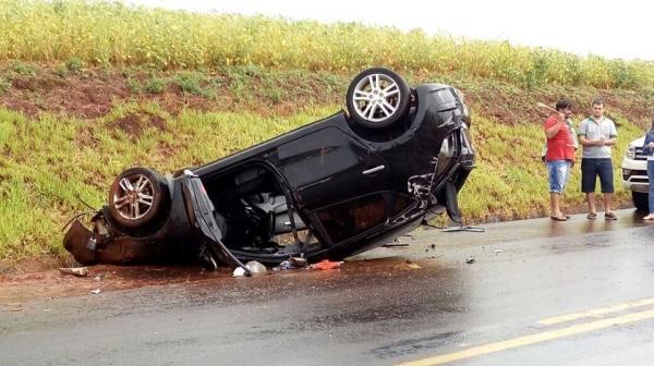 o condutor saiu com ferimentos leves. (Fotos: Corujinha)