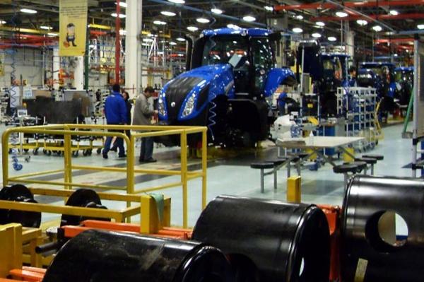 O setor de máquinas e equipamentos, especialmente na produção tratores e colheitadeiras, foi beneficiado pela boa safra agrícola. Foto: AEN)