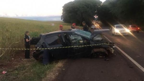 Uma mulher de 20 anos morreu no local. (Fotos: Júlio Cezar Alves/Rádio Ampere)