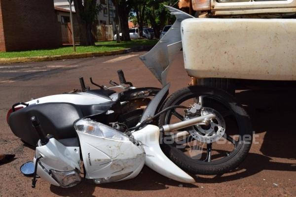 A motociclista ficou ferida no acidente (Foto: Cristine Kempp/AquiAgora.net )