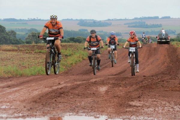 Cerca de 1.500 ciclistas participaram do evento. (Fotos: Assessoria)