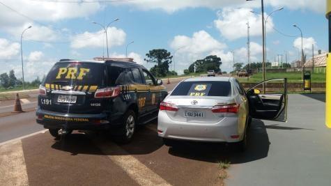 O veículo portava placas falsas. (Foto: PRF)
