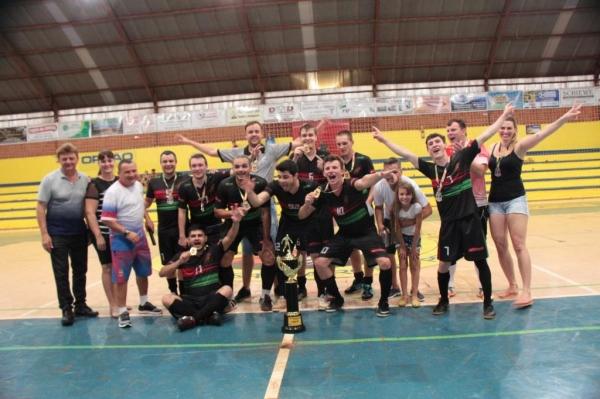 One Life/MWM Materiais de Construção/ Farma Vip foram os Campeões no masculino. (Foto: Portal Nova Santa Rosa.