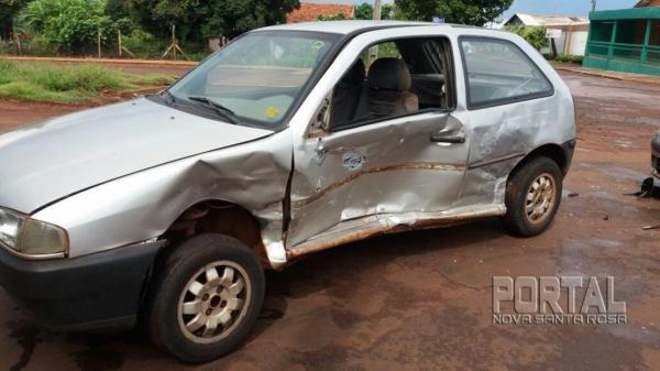 Os dois carros resultaram com estragos de grande monta.(Foto: Marechal News)