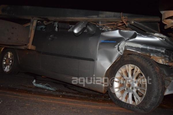 Duas pessoas ficaram feridas no acidente (Foto: Jonas Kempp/AquiAgora.net )
