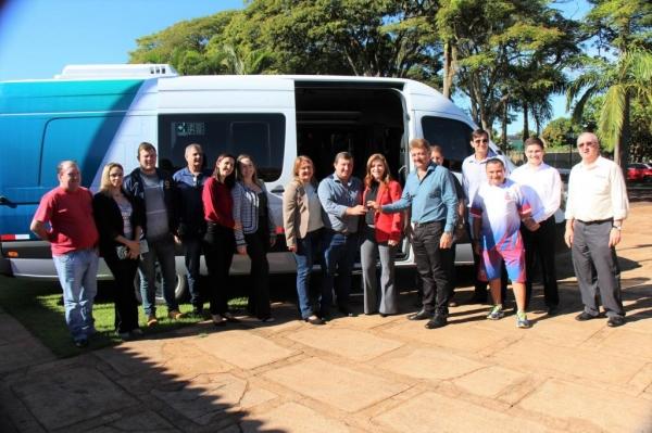 A entrega aconteceu no Paço Municipal. (Foto Portal Nova Santa Rosa)