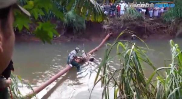 Corpo de homem é encontrado preso a cano em Foz do Iguaçu (Foto: Tarobá News )