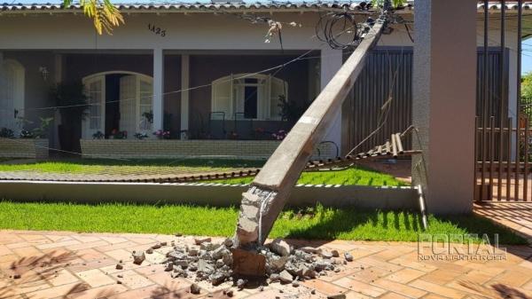 No acidente três postes foram quebrados. (Foto: Portal Palotina)