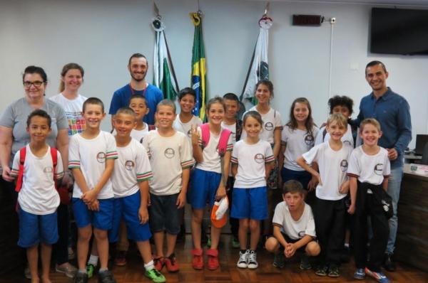 Visita dos alunos e professores de Porto Mendes. (Foto: Assessoria)