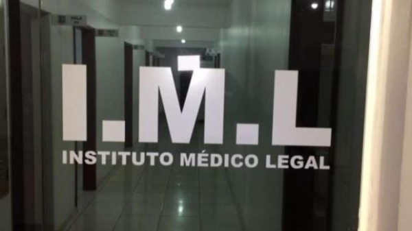 Menina vítima de estupro passa por exames no IML (Foto: CATVE )