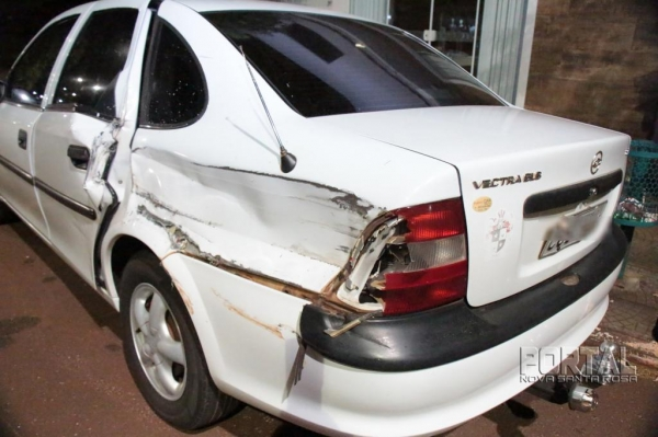 A lateral do veículo ficou bastante danificada. (Foto: Portal Nova Santa Rosa)