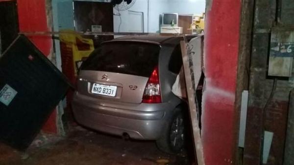 Apesar dos estragos, ninguém ficou ferido. (Foto: Tarobá News)
