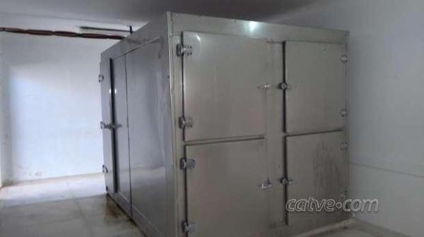 O resfriador abriga alguns corpos desde 2012 . (Foto: Catve)