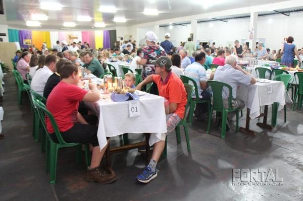 Foi sucesso a primeira noite do Café Colonial. (Foto: Scheila Kunzler/Portal Nova Santa Rosa)