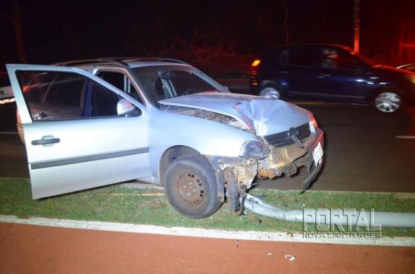 O veículo teve a parte dianteira afetada. (Foto; Bogoni)