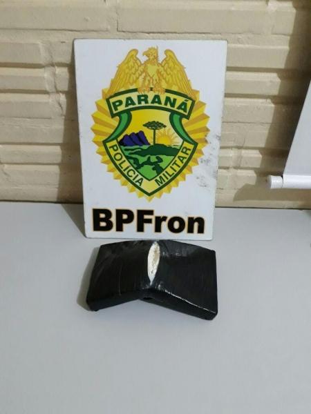 Quase 1 KG de cocaína foi detido. (Foto: BPFRON)