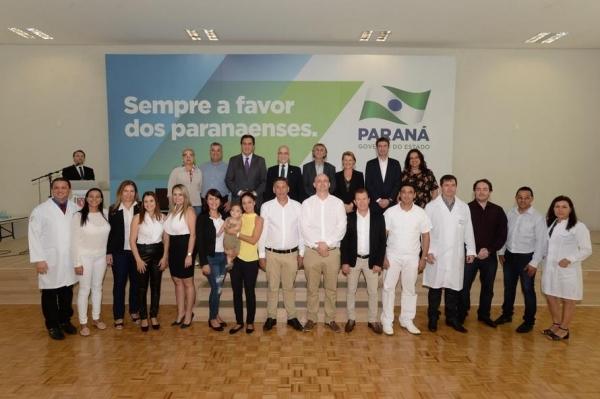 O secretário de Estado da Saúde, Antônio Carlos Nardi, recepciona os novos médicos do programa Mais Médicos (Foto: Venilton Küchler )