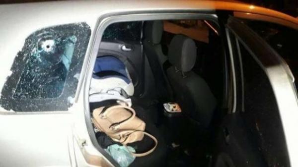 O crime aconteceu na Rua Carlos Gomes, no Jardim Monza, em Colombo. (Foto: Massa News)