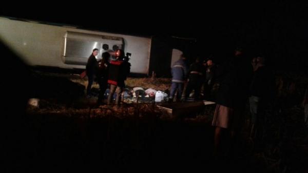 O acidente envolveu um ônibus da Prefeitura e dois veículos.(Fotos: RBJ)
