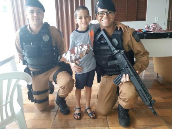 A criança aprovou a comemoração do 6º aniversário.(Foto: Assessoria)