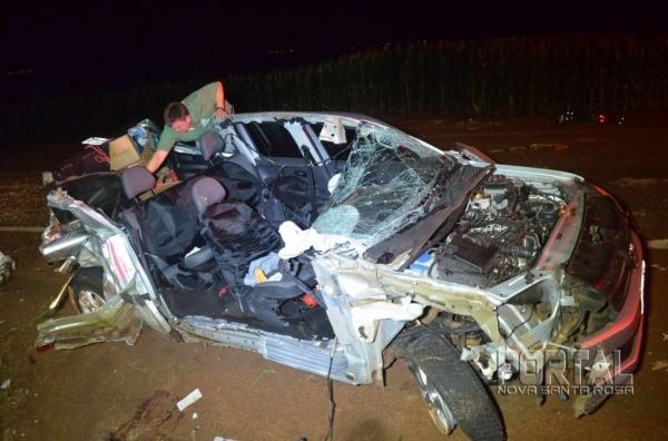 A camionete ficou destruída. (Foto: Léo Silva)