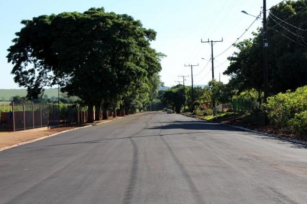 Investimentos em recape asfáltico ultrapassam meio milhão no distrito de Candeia. (Foto:Assessoria)
