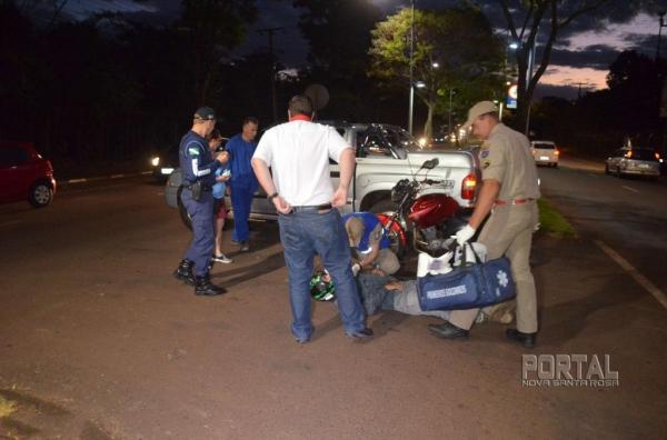 O acidente envolveu uma moto e uma camionete. (Foto: Bogoni)
