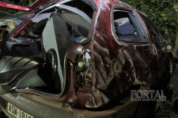 O veículo foi levado para o pátio da PRE. (Foto: Portal Nova Santa Rosa)