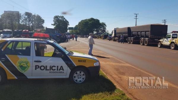 Os manifestantes se reuniram na PR182 na saída para Toledo. (Fotos: Portal Palotina)