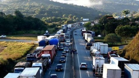 Os caminhoneiros planejam manter a manifestação pelo menos até sexta-feira. (Foto: Divulgação)