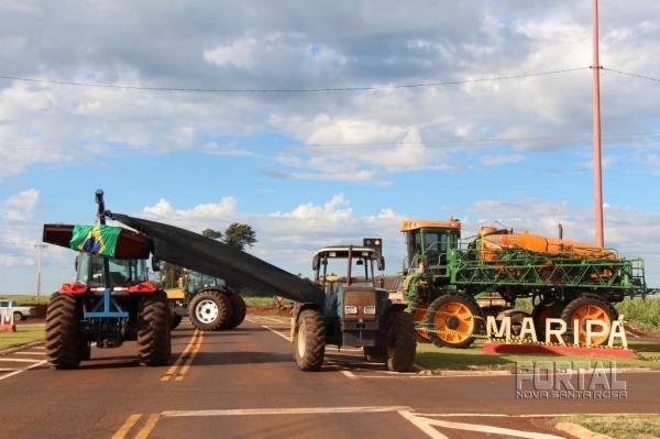 Manifestantes fecham a rodovia entre Palotina e Toledo. (Foto: Portal Nova Santa Rosa)