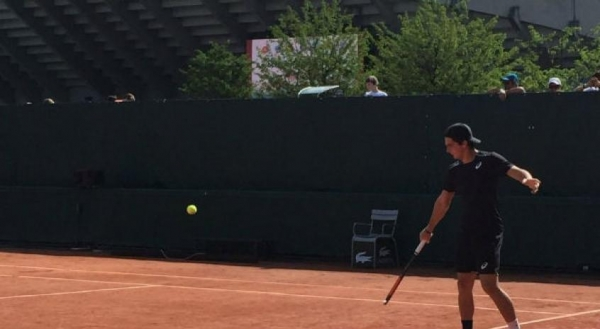 O tenista de 18 anos derrotou sem problemas o argentino Thiago Tirante, 36º colocado juvenil, por 6/3 6/2 neste domingo (Foto: Divulgação )
