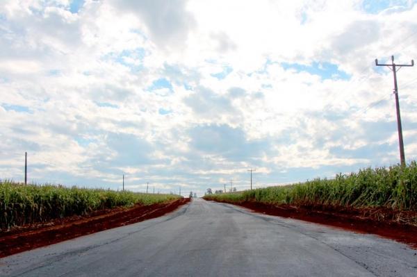 Asfalto rural é concluído na MR 100 e trecho é liberado.(Foto: Assessoria)