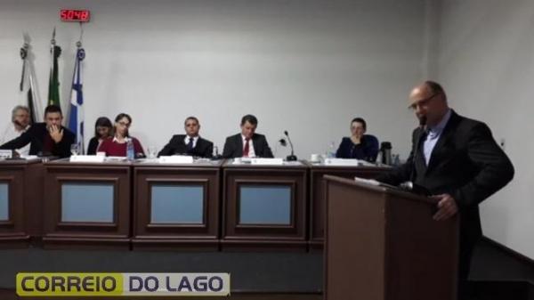 Na sexta-feira o presidente da Câmara de Vereadores, Paulo Vasatta, deve oficiar a Justiça Eleitoral da decisão da Câmara e em seguida dar posse ao vice-prefeito Evandro Grade (Foto: Correio do Lago )