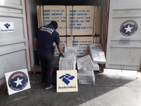 A cocaína será encaminhada para a Polícia Federal. (Foto: Receita Federal)
