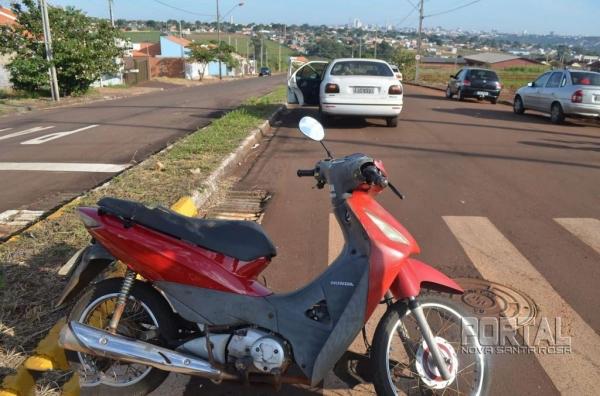 A condutora da moto foi socorrida. (Foto: Bogoni)