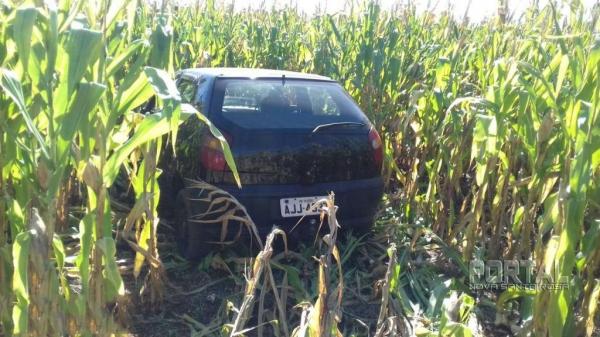 O Fiat Palio, ano 2000, cor preta foi recuperado. (Foto: Colaborador)