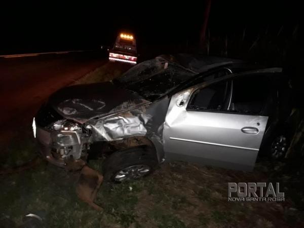 Devido ao impacto da colisão, os quatro ocupantes do veículo Logan resultaram com ferimentos . (Fotos: PRE)