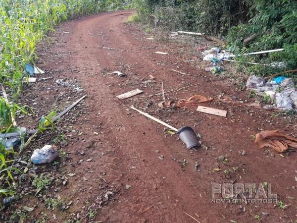 Garrafas pet, lixo caseiro, calçados, entulhos e até animais mortos estão espalhados. (Fotos: Colaborador)