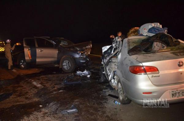 O carro seguia sentido a Toledo, quando o condutor perdeu o controle da direção e atingiu de frente uma caminhonete Ford Ranger. (Fotos: Bogoni)