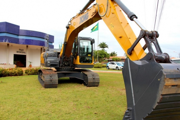 Equipamento irá reforçar a frota de máquinas e ampliar os serviços prestados à população. (Fotos: Assessoria)