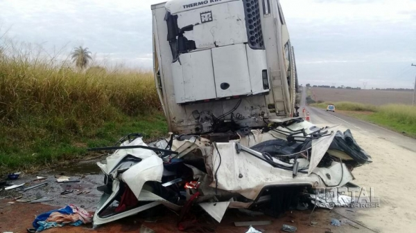 A morte foi constatada no local do acidente.(Fotos: Colaborador)