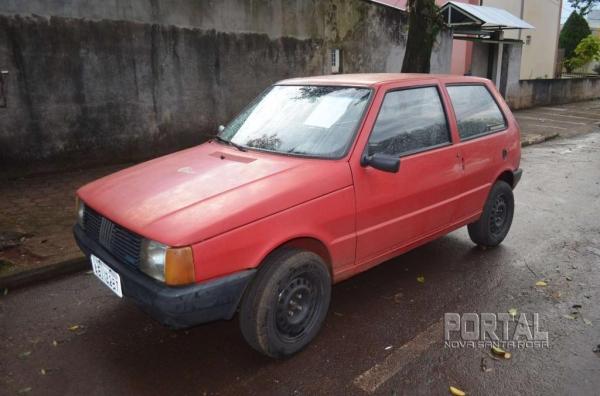 O veículo foi guinchado e levado à 20ª SDP. (Foto: Bogoni)