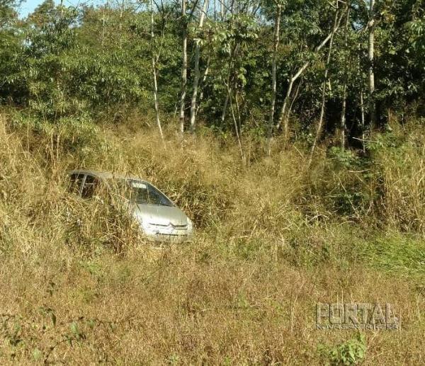 O veículo foi roubado na terça-feira (26). (Fotos: BPFRON)