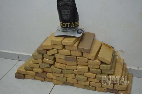 Após  contagem totalizaram 68 tabletes pesando 37,910kg,. (Foto: Bogoni)