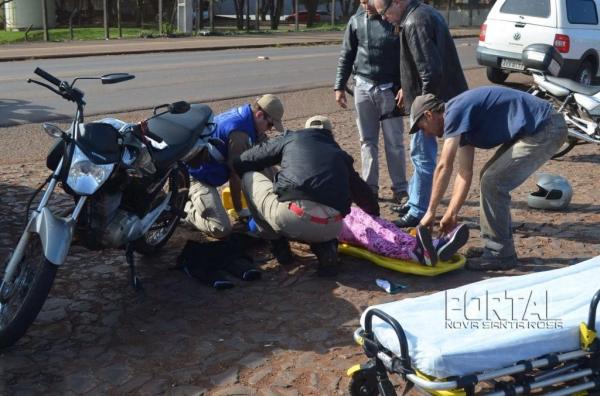 O acidente envolveu uma moto e uma Saveiro. (Foto: Bogoni)