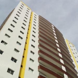 Corpo de advogada foi encontrada dentro do apartamento, no Centro de Guarapuava, segundo o boletim de atendimento da Polícia Militar (PM) (Foto: Eduardo Andrade/RPC)