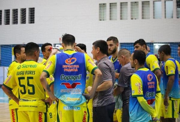 O elenco da Copagril Futsal terá quatro dias seguidos de treinos antes de enfrentar uma sequência de três jogos em uma semana no ginásio Ney Braga (Foto: Assessoria )