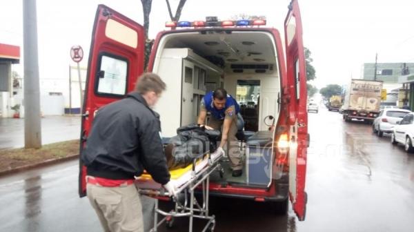 A motociclista, de 21 anos, foi encaminhada para atendimento médico à Unidade de Saúde 24 Horas (Foto: Jones Souza/AquiAgora.net )